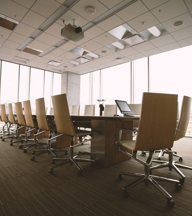 conference-room-g7ae401e9a_1920